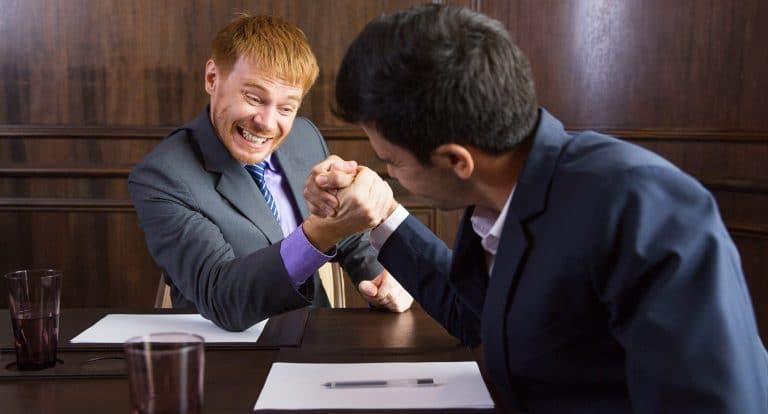 יועץ פנסיוני או סוכן ביטוח