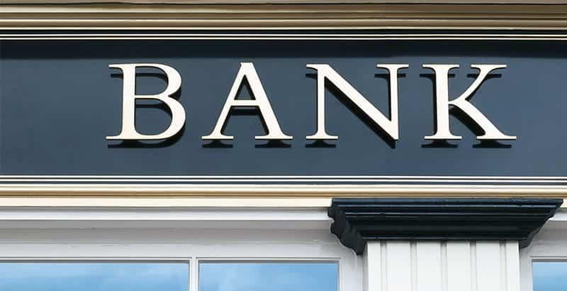 האם להשקיע בבנק